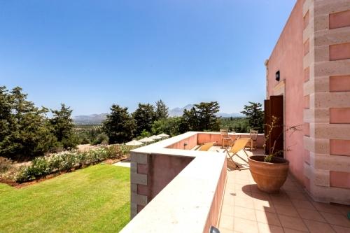 Villa / house panoramique to rent in perama, crete