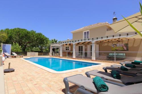 Villa / house KATI to rent in Caramujeira