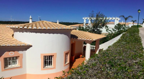 Villa / house florea to rent in budens
