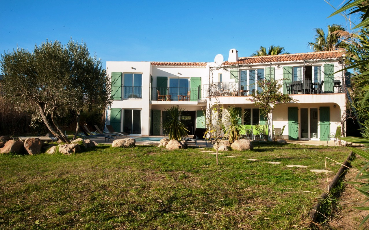 Rental villa / house lucy