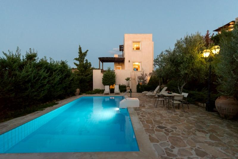Villa / Maison Olive verte à louer à Karteros