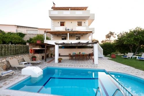 Villa / house Kirke to rent in Kiriana