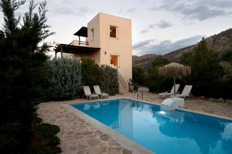 Villa / Maison Myron à louer à Listaros