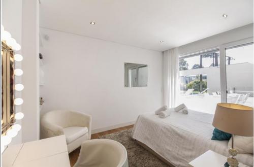Villa / house blanche design to rent in aroeira