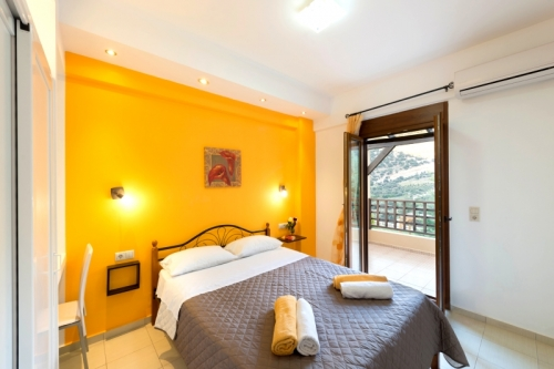 Rent villa / terraced or semi-detached house  greece