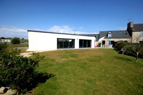 Villa / terraced or semi-detached house Les volets bleus to rent in Brignogan plage