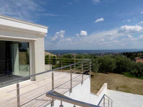 villa / maison a pied de manosque