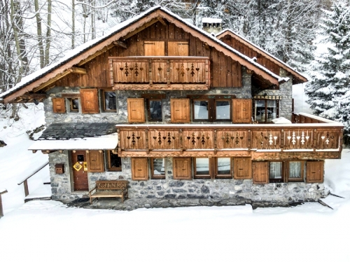 Chalet lapetus to rent in méribel