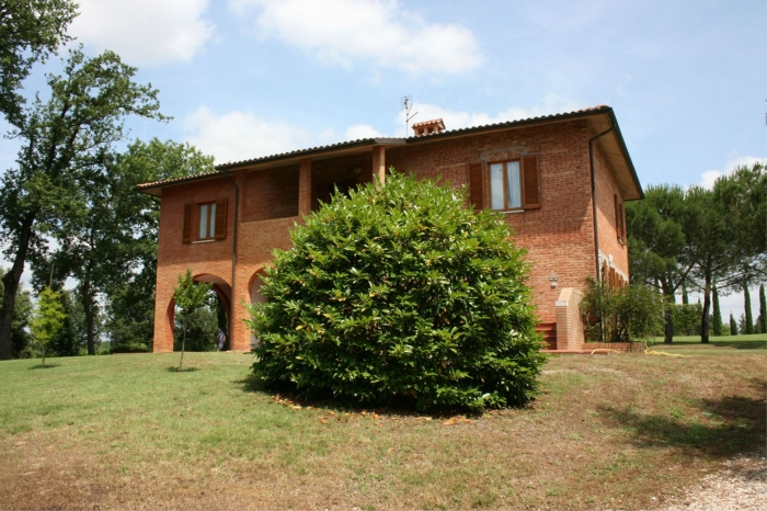 Villa / house Contenta to rent in Lucignano
