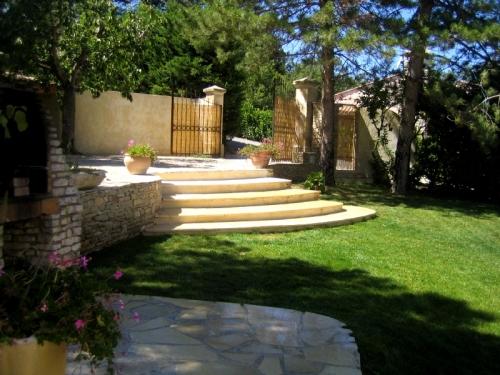 Property villa / house pour 6 en bas saison à pied du centre