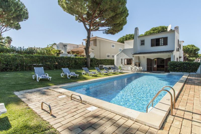 Villa / house NUEVOIA to rent in Vilamoura