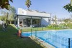 Villa in  Carvoeiro, View : Pool and garden