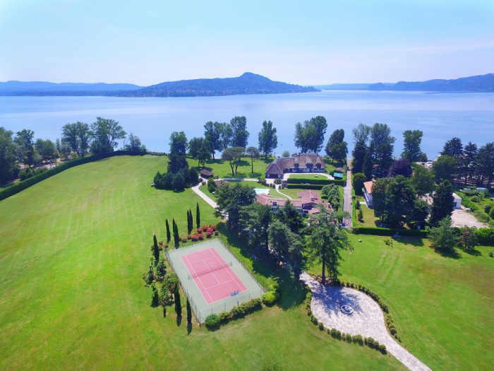 Villa / house villa Elegante  to rent in Lesa - Lake Maggiore