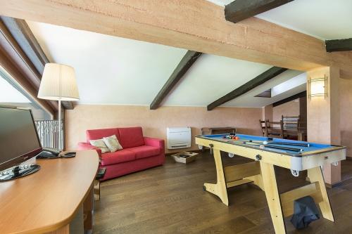 Villa / house villa elegante  to rent in lesa - lac majeur