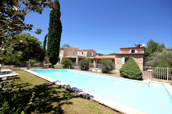 Villa / house Mas Provencale to rent in Rustrel