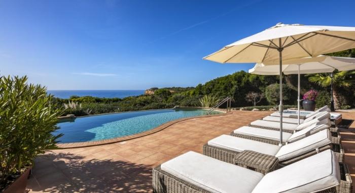 Villa / house Jardin sur la Mer to rent in CARVOEIRO