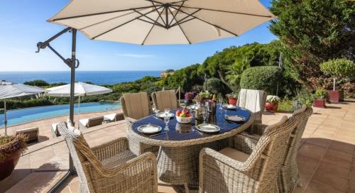 Réserver villa / maison jardin sur la mer