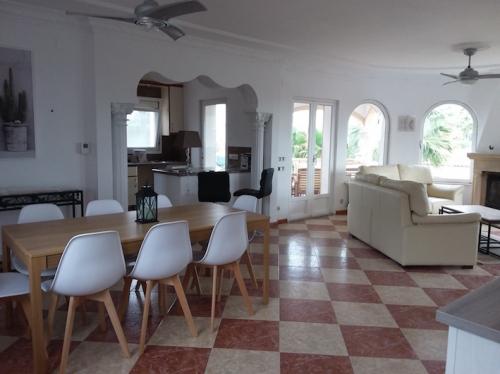 Réserver villa / maison helena 6p