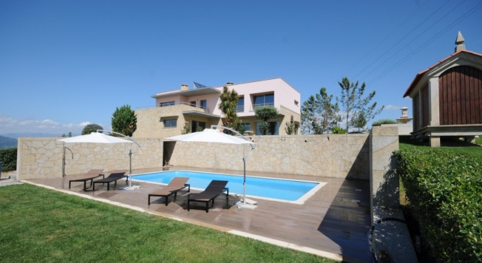 Villa / house  Os ursos pardos to rent in Ponte de Lima