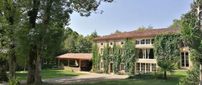 Exotic villa Montjoie  to rent in Montjoie