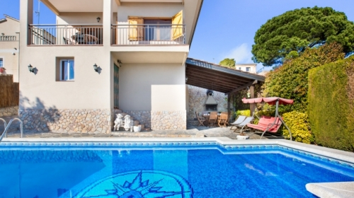 Villa / house souza to rent in lloret de mar