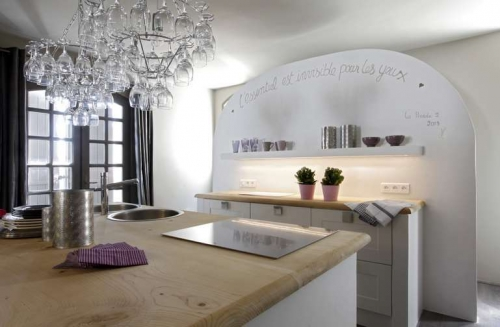 Exceptional property fontvieille to rent in st remy de provence