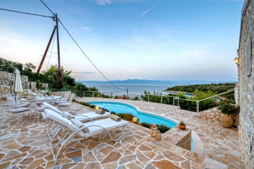 Holiday in house : paxos