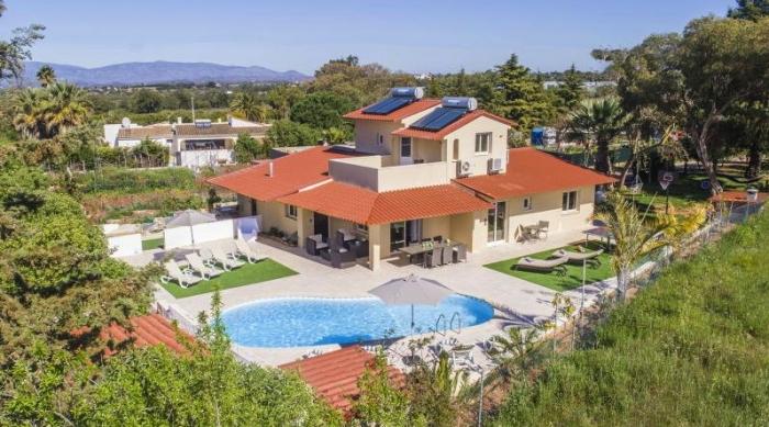 Villa / house La Gradi to rent in Lagoa