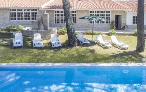 Location saisonnière vue piscine et jardin
