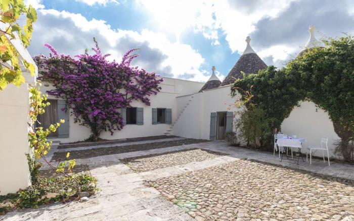 Villa / house  Tenuta olivi  to rent in Ceglie Messapica