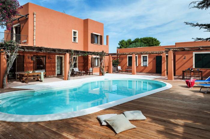 Villa / Maison orange à louer à Marsala