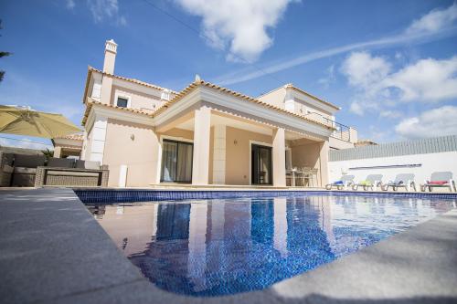 Villa / maison mitoyenne VILLA SOLEIL à louer à Almancil