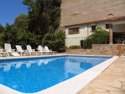 Traditional detached house with private swimming pool