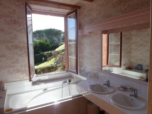 Villa / house saint jean de luz to rent in saint jean de luz