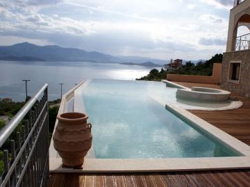 Villa Mit Infinity Pool