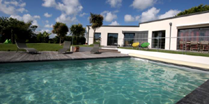 ocan calme ou mer dchane golfe prserv plage de sable fin ctes escarpes louez une villas de rve avec piscine couverte chauffe